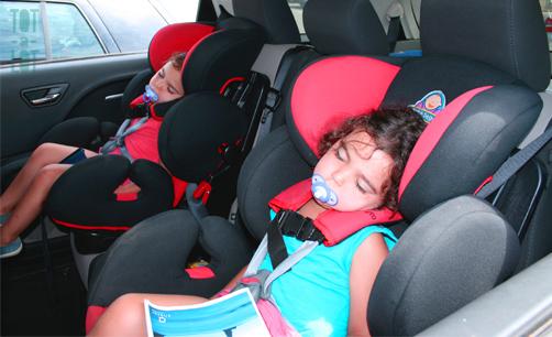 gemelas durmiendo a la vez
